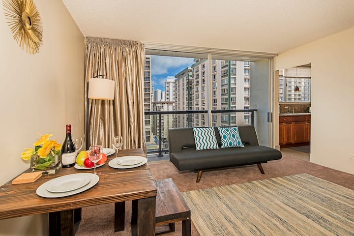 **Professionally Sanitized** Updated Nahua Condo w/Full Kitchen+Free Parking! - Nahua City 1 BDR on the 11th Floor