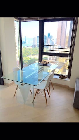 1xRoom available in modern, spacious CWB Apt. - Гонконг - Квартира