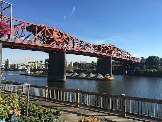 Heart of Portland Willamette River Front Condo - Portland - Apto. en complejo residencial