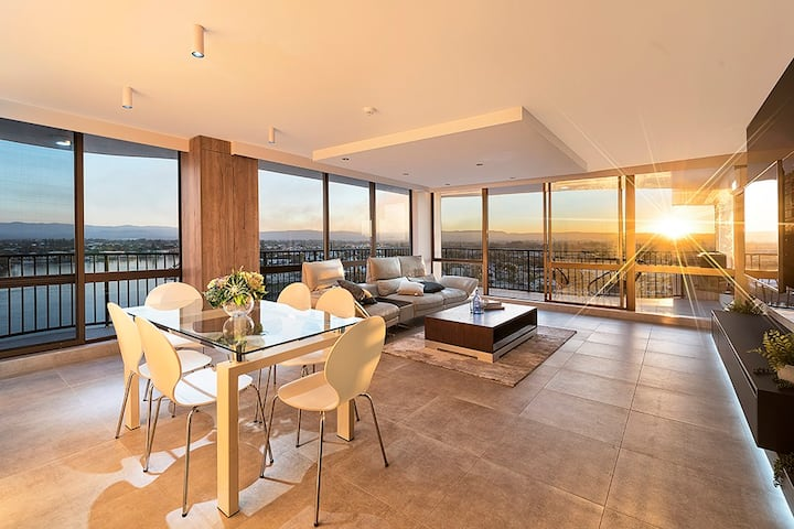 Central Surfers 3 Bedroom Luxury Renovated Apart