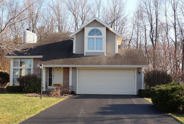 Immaculate, private home on a cul-de-sac - Fairport