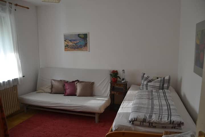 Kleines, ruhiges Zimmer in der Nähe von Kassel
