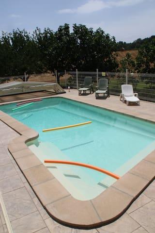 GITE avec piscine  et SPA (6-11 p) 8 adultes maxi