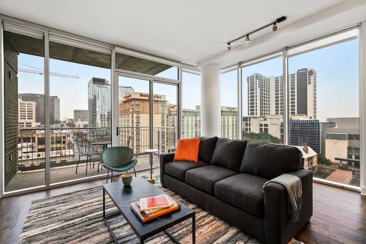 Kasa Austin 2BD/2BA | Family Friendly + Pool Access | City Center