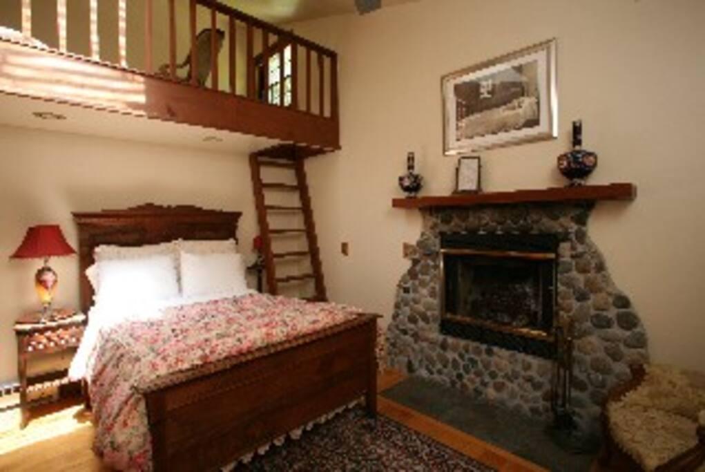 Cozy Garden Room