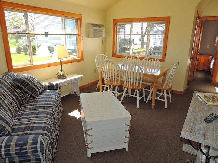 Charming 3 bedroom/1 bath cottage (#8)