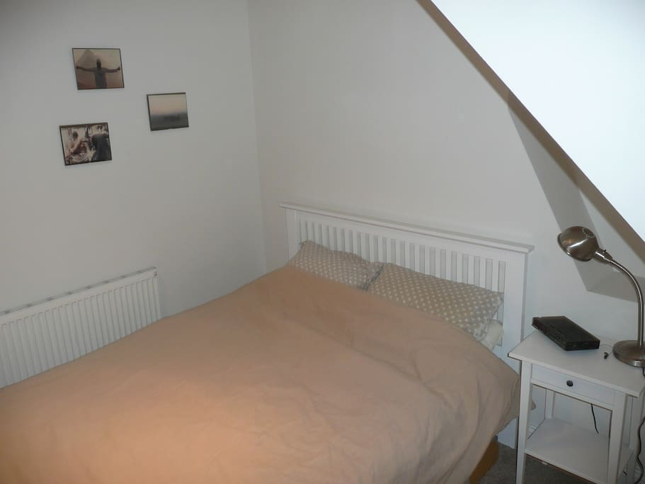 Nice cosy king sized bed
