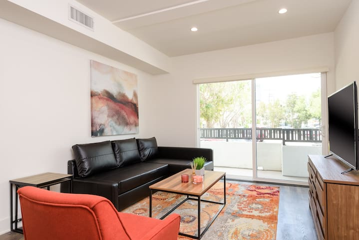 AWESOME 3 BED 3 BATH APTH IN WEST LA /SM
