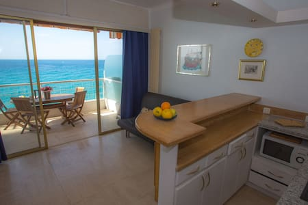 1 - Studio in front of the sea with swimming pool and terrace - MENTON