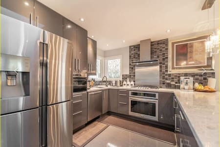 Gorgeous Home,  Close to Sky Train, Shops & Nature