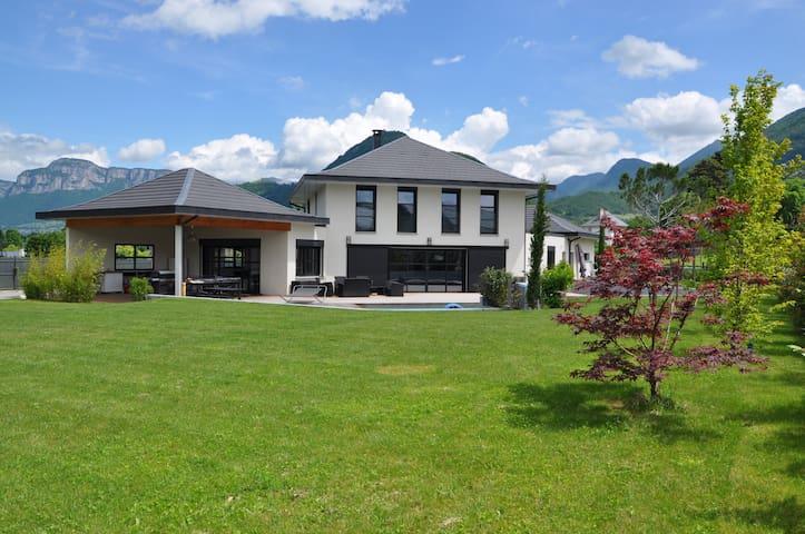 Beautiful villa surrounded by mountains - Saint-Jeoire-Prieuré - Casa