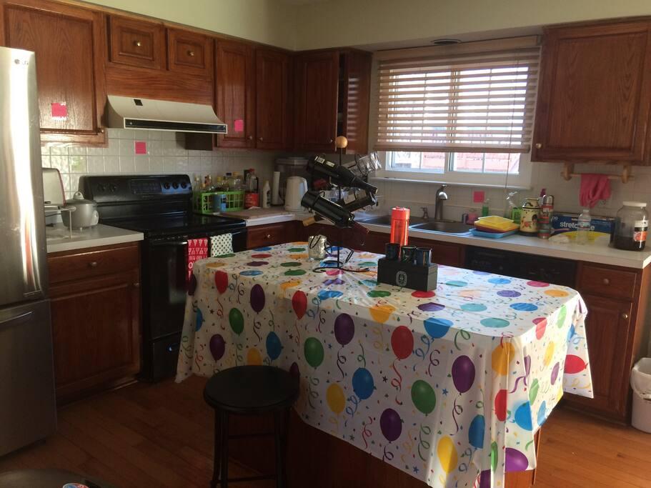 厨房一角,设施齐全