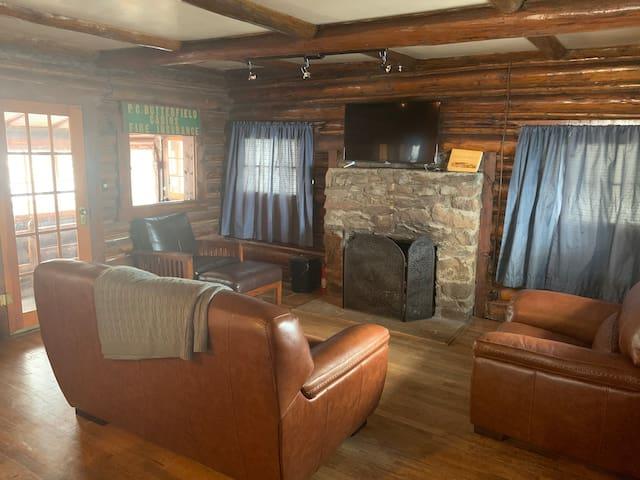 Quaint 2 Bedroom Cabin Near Red Rocks