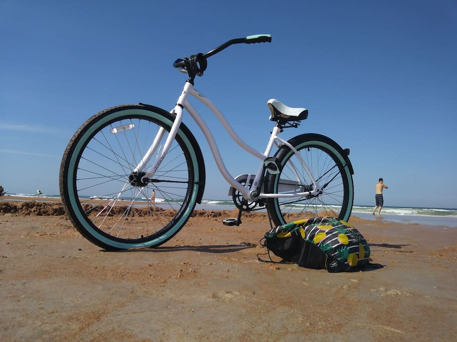 2 beach cruisers available with rental