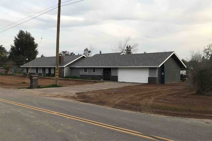 Single Family home in the Madera Ranchos!