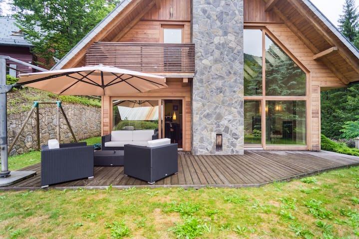 Beautiful Alp residence just above Lake Jasna