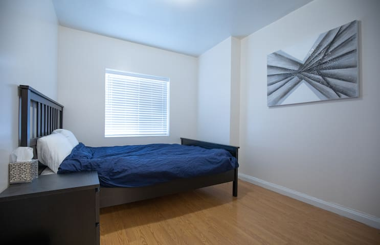 Awesome 1 Bed (Queen) w/ Private Bath & Entrance!