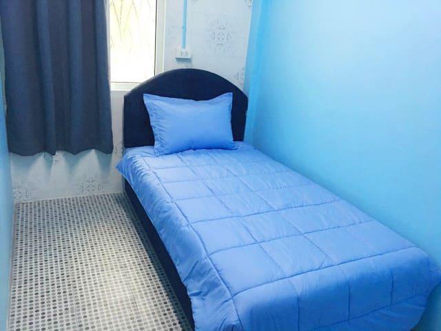 MeowHostel Room for 1 (Blue) / Center of Bang kapi