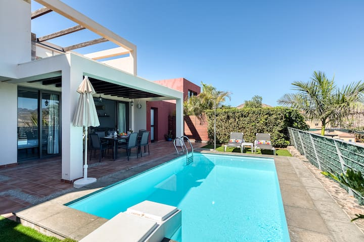 LOVELY VILLA WITH HEATED PRIVATE POOL