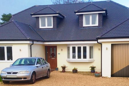 B and B 112 Broadstone  Kingsize Bed - Bed & Breakfast