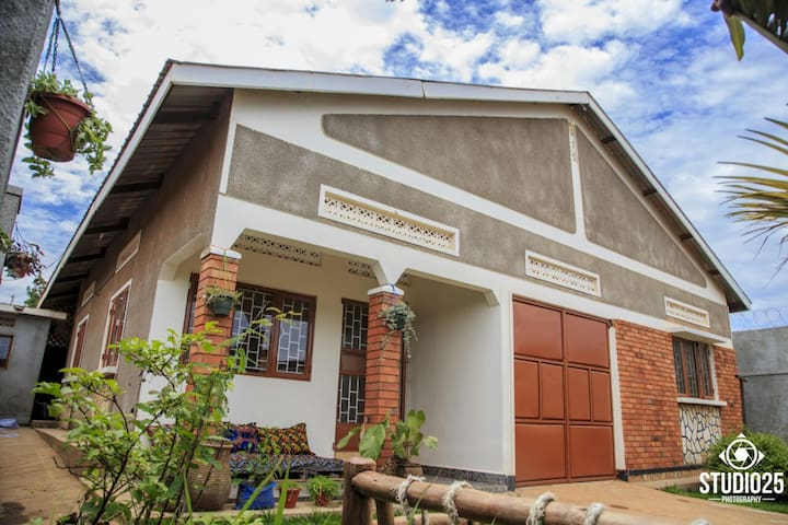 Room available in a home friendly environment - Kampala - Hus