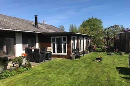1 Plans hus  værelse udlejes