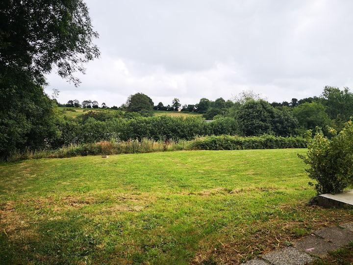 Appartement au calme proche Quimper avec jardin