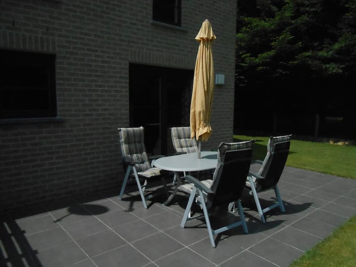 Moderne woning te Vencimont met WIFI-TV-TERRAS-BBQ