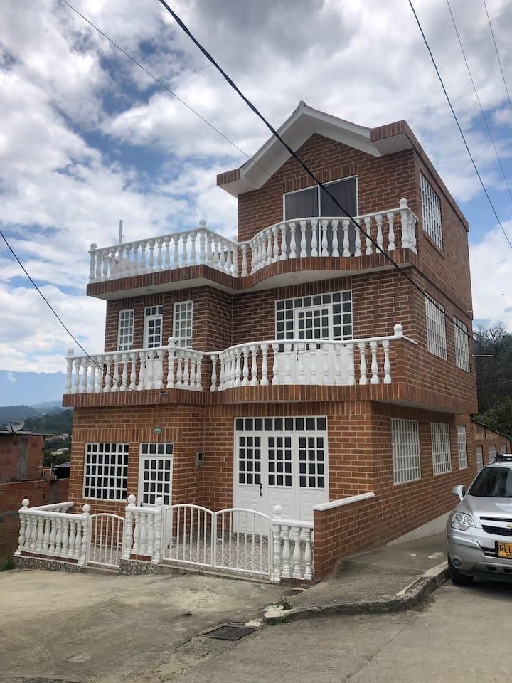 Espectacular casa en Mesitas del colegio CUND