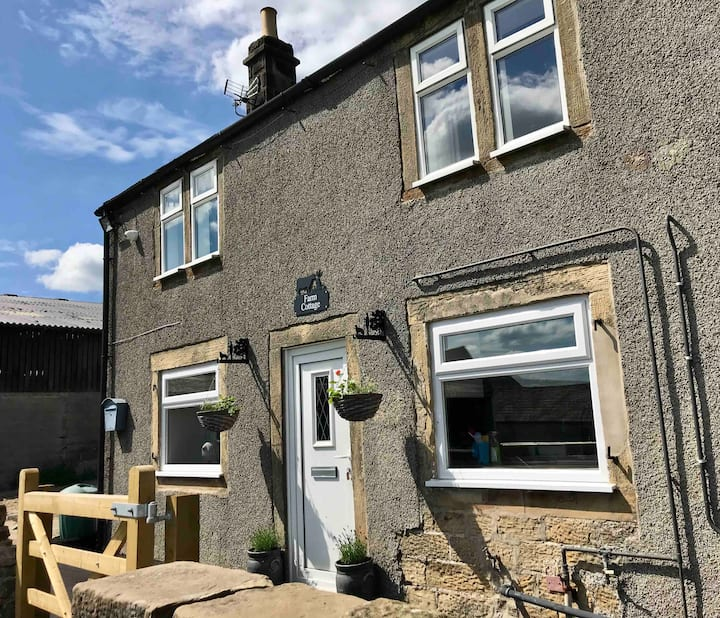 Dog friendly, Country cottage in the Peak District