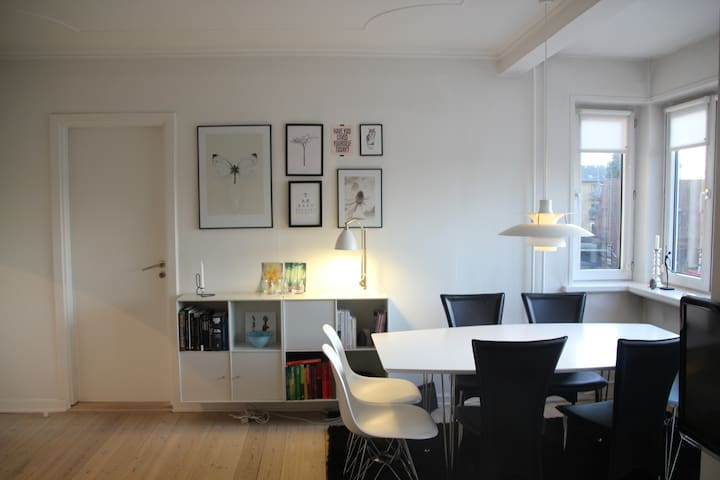 Central 3-room apartm. with balcony - Odense - Apartament