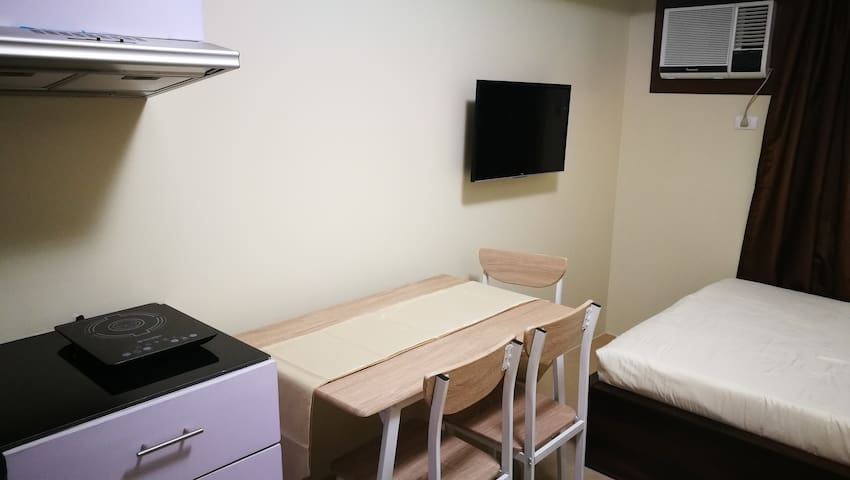 4-seater Dining Table