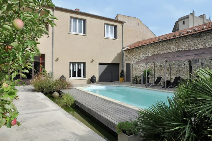 Beautiful and stylish town house with private swimming pool in the middle of Cavaillon
