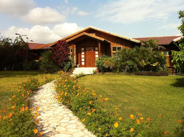 3 BR 3 1/2 Modern Villa with 3 staff on 50 acres - San Ignacio - Vila
