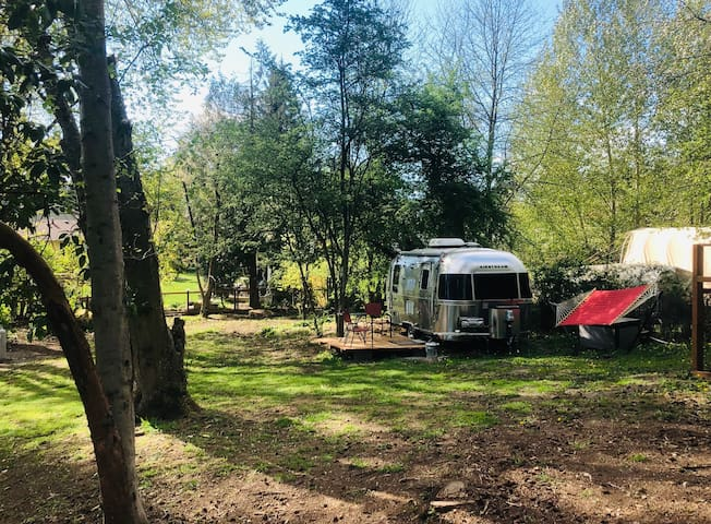 Airstream Oasis within minutes of Seatac airport