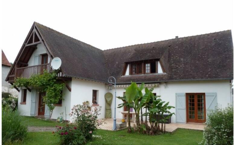 Jolie maison au calme au cœur de son grand jardin