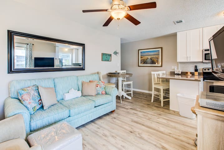 2BR☀️St. Martin Beachwalk Villas 112☀️Feb 29 to Mar 2 $423 Total! Walk2Beach!