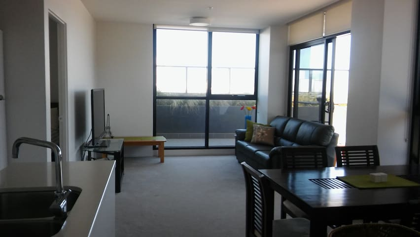Modern Convenient Space w Pool/Gym - Abbotsford - Departamento