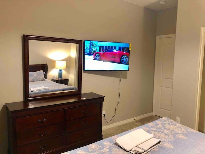 102 安大略全新别墅内 带43英寸三星智能电视和全新舒适记忆床垫的宽敞清净大床房