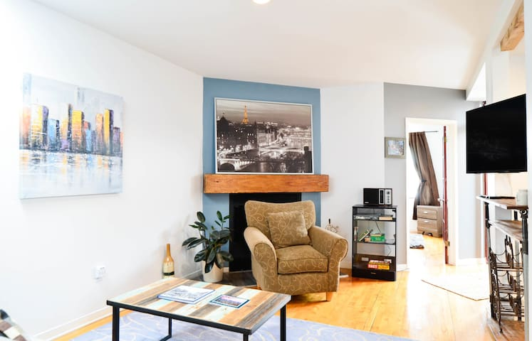 CHARMING 2BEDROOMS WITH TERRACE - PLATEAU