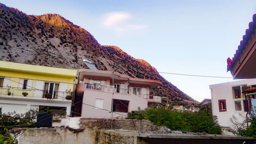 ★Cozy mountain view maisonette in Asi gonia★