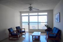 Vista al mar desde la sala-comedor.