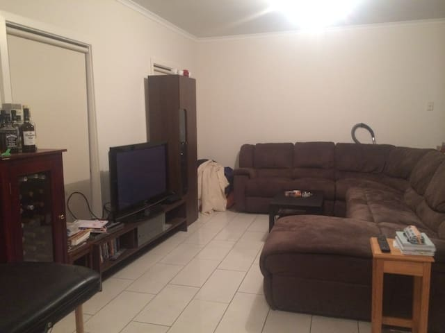 Clean and tidy house near airport - Cowandilla