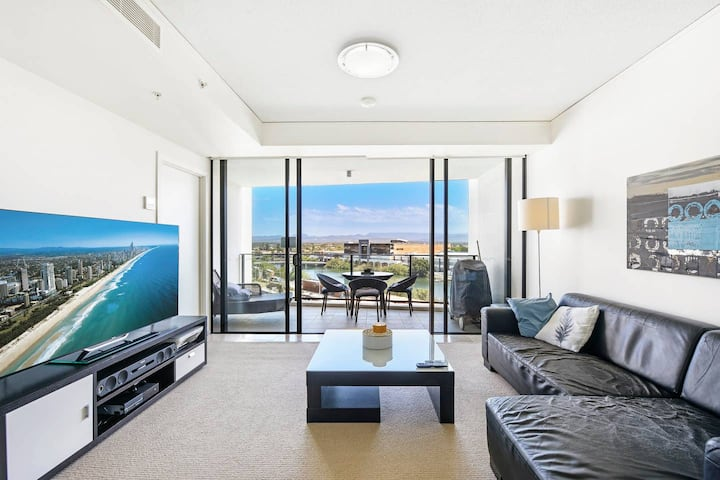 Great Value - Modern 1 bedroom apartment @ Sierra Grand with FREE PARKING