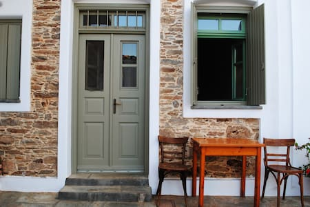Cute house in the center of Kythnos - Casa
