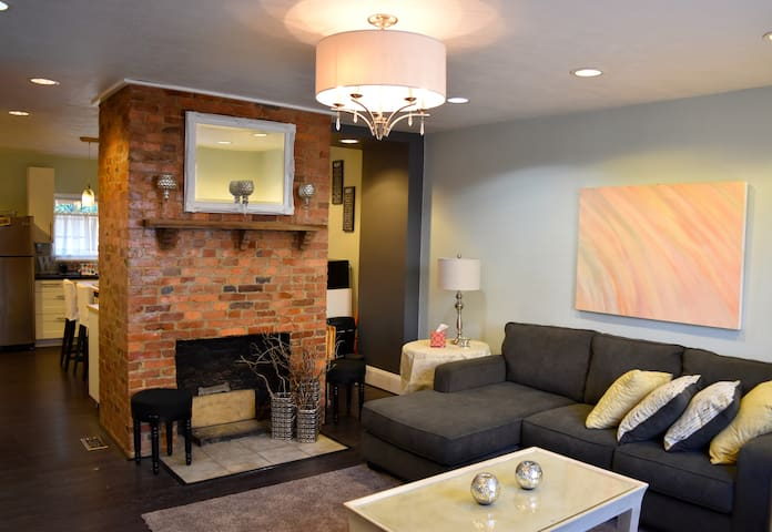 The Wright House...Trendy Lawrenceville Rowhome - Pittsburgh