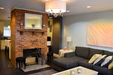The Wright House...Trendy Lawrenceville Rowhome - Pittsburgh - Ev