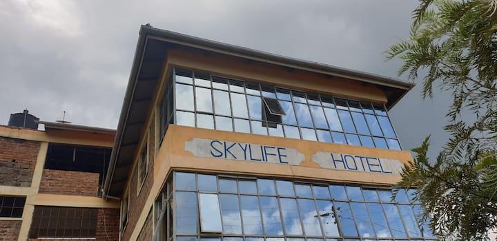 Skylife Hotel, Himaki