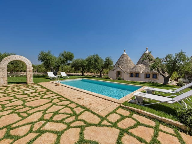 Luxury Trullo with Air Con, gym and Turkish bath
