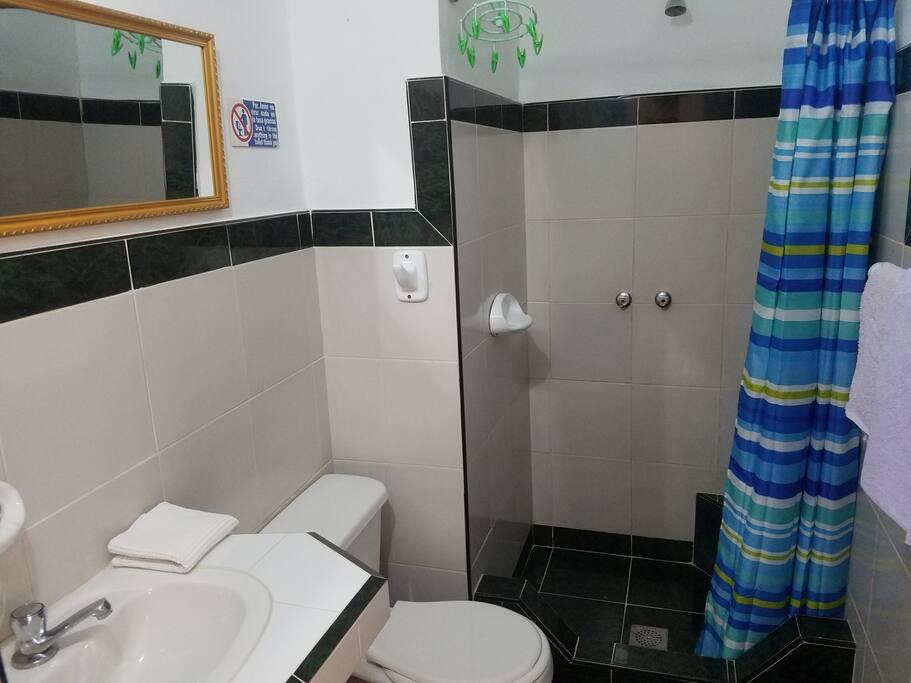 Baño habitación #1